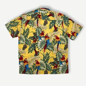 Vintage 90's Hawaiian parrot bird floral button